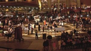 "Europa-Park zeigt 2019 italienisches Straßentheater ""Le Arti per Via"" in ""Colosseo""-Innenhof"