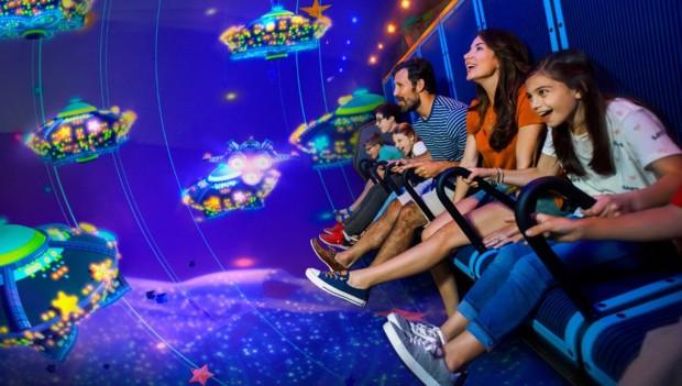 Im neuen Flying-Theater tauchen Gäste in das LEGO-Universum ein. (Foto: LEGOLAND Billund)