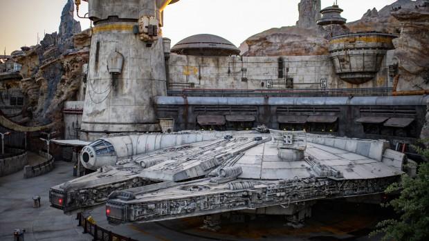 Star Wars: Galaxy's Edge Millennium Falcon: Smuggler's Run