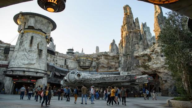 Star Wars: Galaxy's Edge Millennium Falcon: Smuggler's Run mit Besuchern