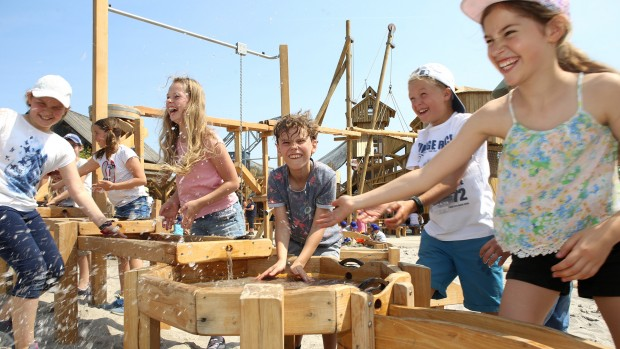 Erlebnispark Tripsdrill Spielwelt Sägewerk spielende Kinder