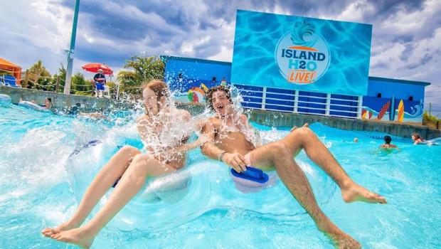 Island H2O Live! Schwimmbecken und Logo