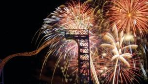 Skyline Park bei Nacht Feuerwerk