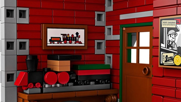 LEGO Disney Railroad Station 71044