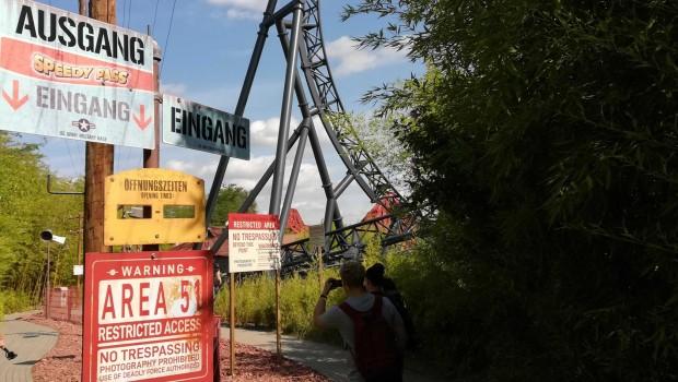 movie-park-germany-area-51-eingang-speedy-pass