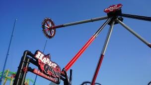 """Six Flags America präsentiert Riesen-Pendel """"Harley Quinn Spinsanity"""" neu für 2020"""
