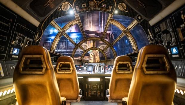 Der Simulator bietet einen aufregenden Flug durch die Galaxie. (Foto: Disney)