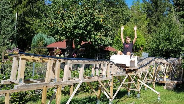 Simon Schneider Pforzheim Achterbahn Garten