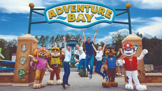 Movie Park Germany Adventure Bay Eingang Familie Paw Patrol