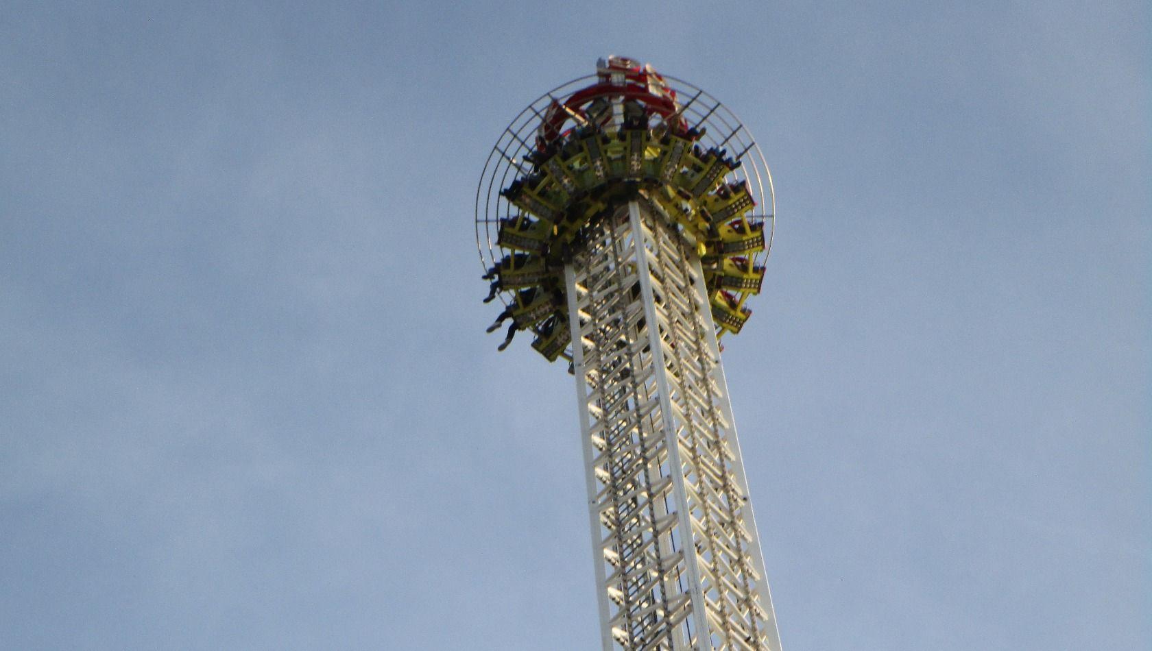 Der 'Wiener Freifallturm' ist nach dem Kettenkarussell 'Prater Turm' das zweithöchste Fahrgeschäft im Wiener Prater | Bild Copyright Christian Ohrens, Parkerlebnis