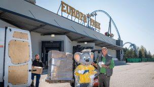 Europa-Park schenkt Pflegepersonal in Frankreich Regen-Ponchos zum Schutz gegen Coronavirus