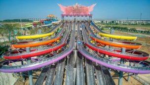 Wiegand.Waterrides baut weltweit erste achtspurige Racer-Rutsche aus Edelstahl